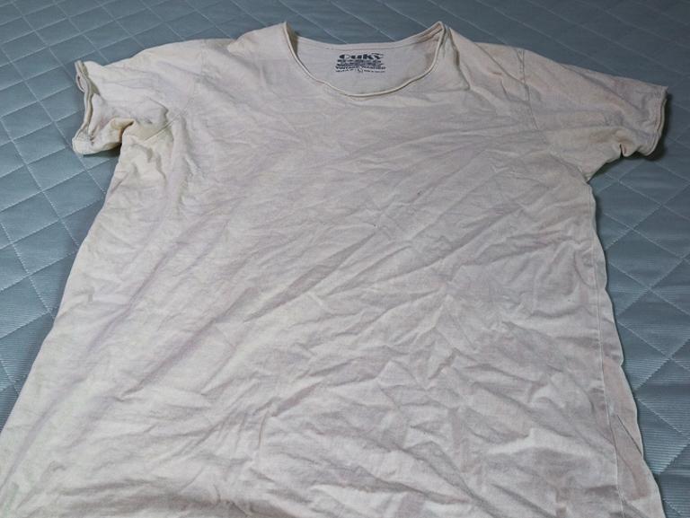 「Ouky(オーキー)」という最高にカッコ良いダメージTシャツについて語る: 全体(Handy man)