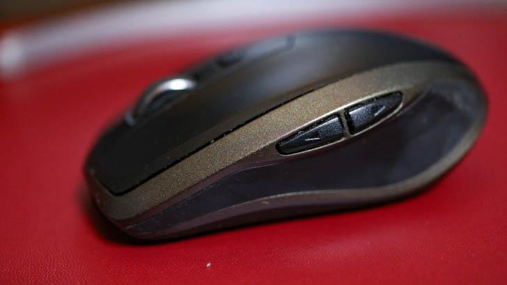 親指部分には2つのボタン。どちらも非常に押しやすい